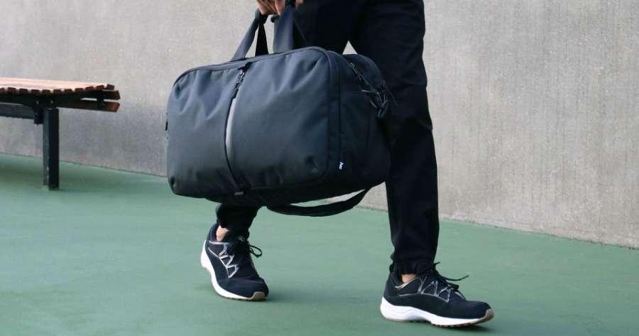 450baabf6cdda Kiedy decydujemy się na zakup torby sportowej najważniejszym kryterium  jakim będziemy się kierować jest jej rozmiar. Inną wielkość potrzebuje  bywalec ...
